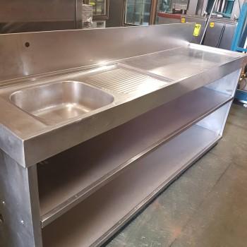 Mesa de barra con pila y baldas